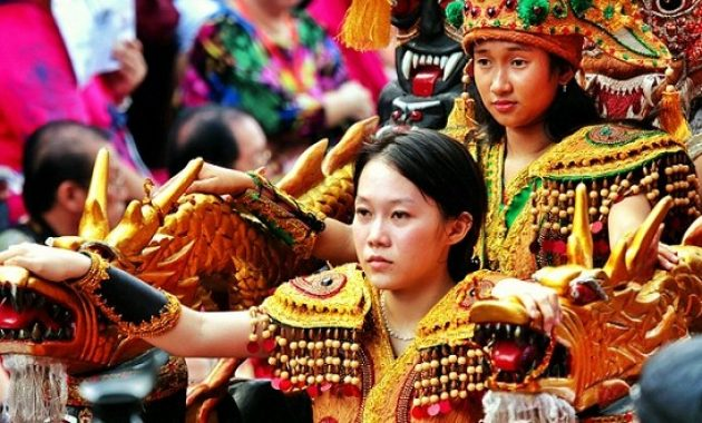 Meriah Cap Go Meh di Singkawang Kalimantan Barat dengan Tatung Wanita