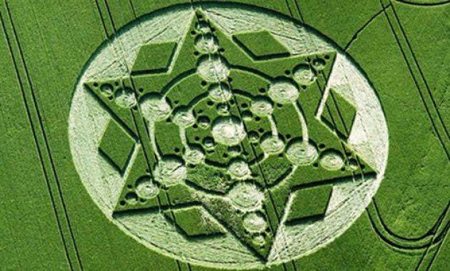 Fenomena UFO crop circle atau lingkar taman di Dunia