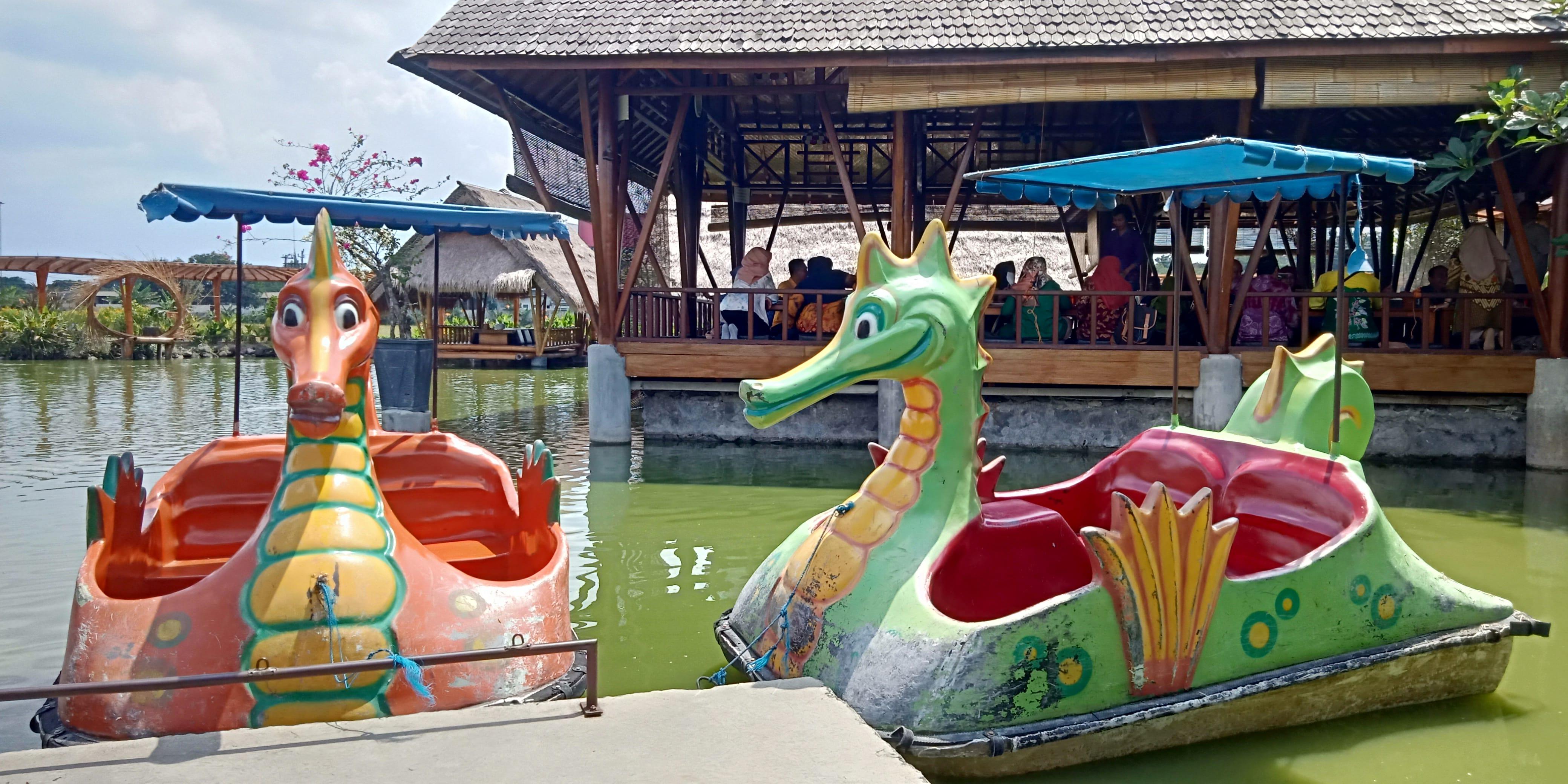 Sarana Bermain Perahu Bebek di Mang Engking Solo